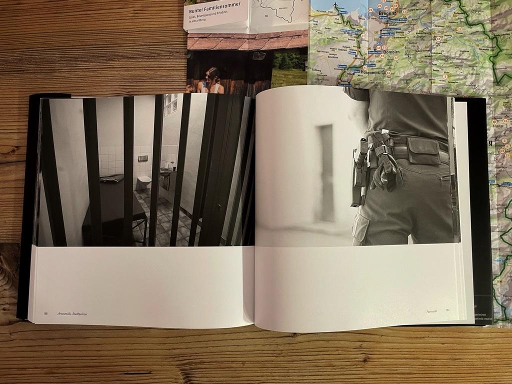 Inhalt - z'fealdkirch . behind the postcard - Mark Lins
