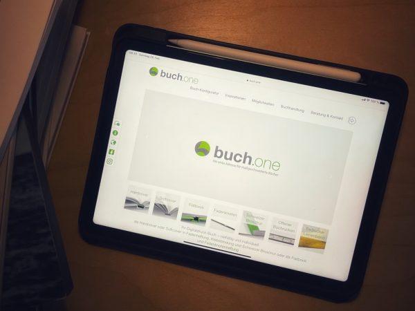 Titel - buch.one - Franziska Lang